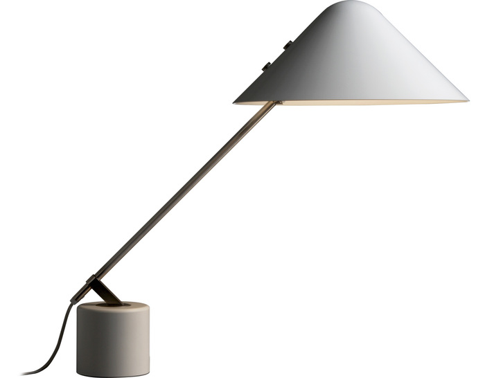 b05 swing vip table lamp