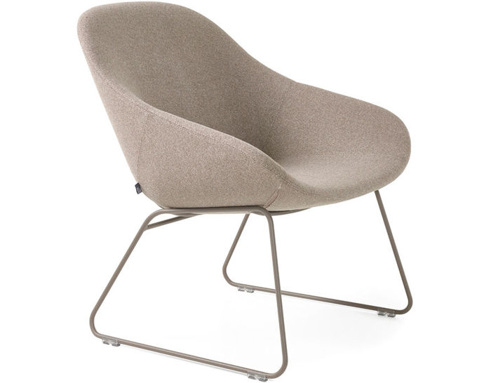beso lounge chair with sled base
