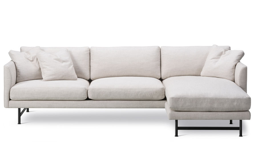 calmo 80 three seat sofa with chaise & metal base