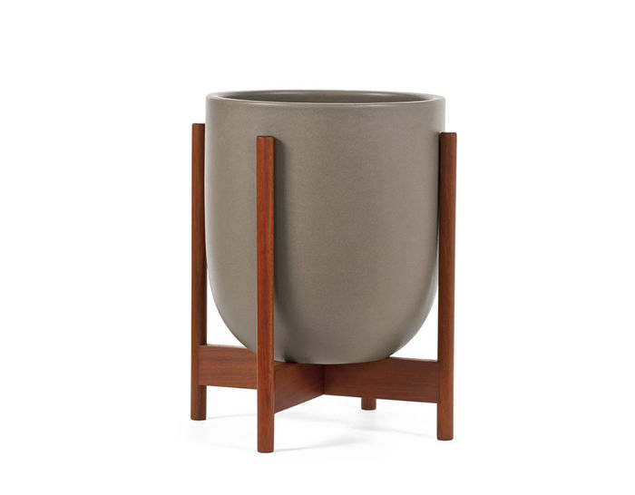 case study® small bullet planter with wood stand