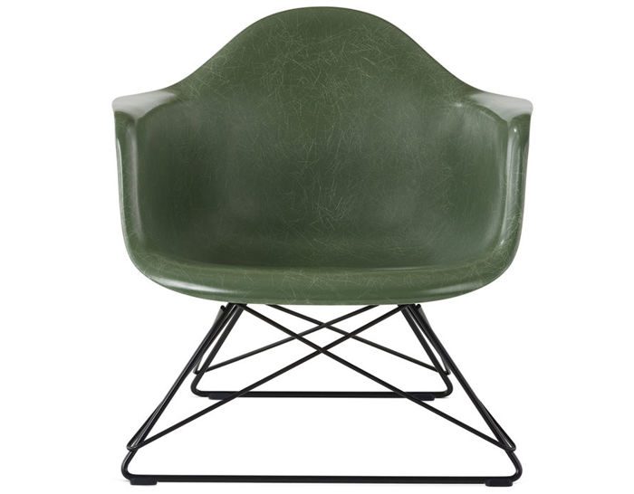 eames® molded fiberglass armchair with low wire base