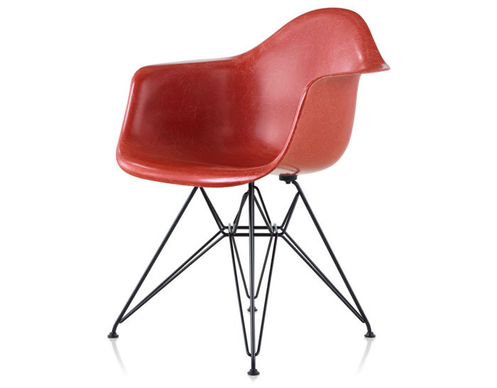 eames® molded fiberglass armchair with wire base