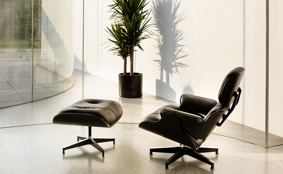 Eames lounge chair in room - Overview