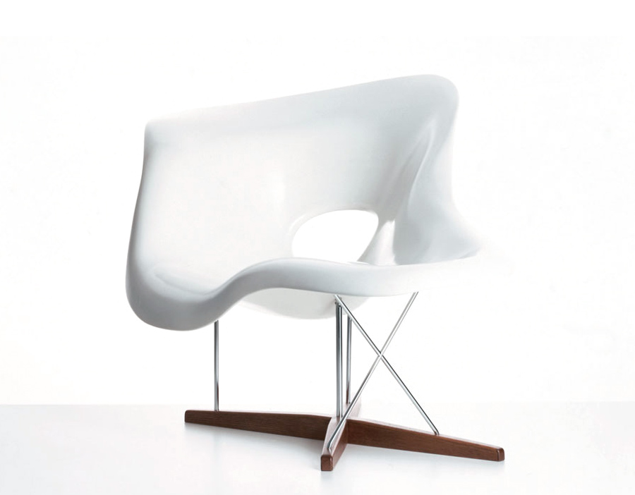 Eames la chaise for Chaise coque eames