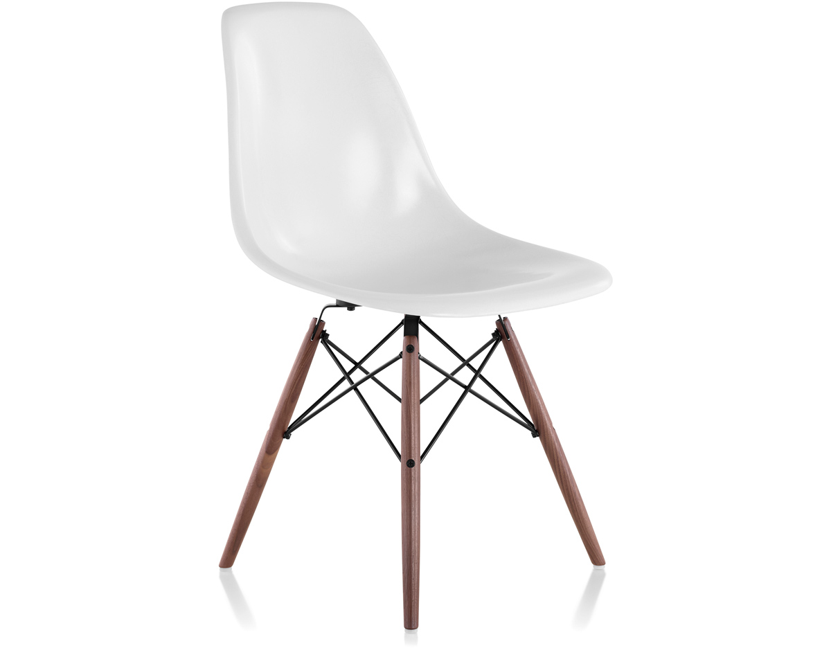 Eames molded fiberglass side chair with dowel base for Design eames