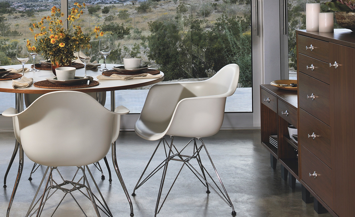 Eames molded plastic chair dining room - Overview
