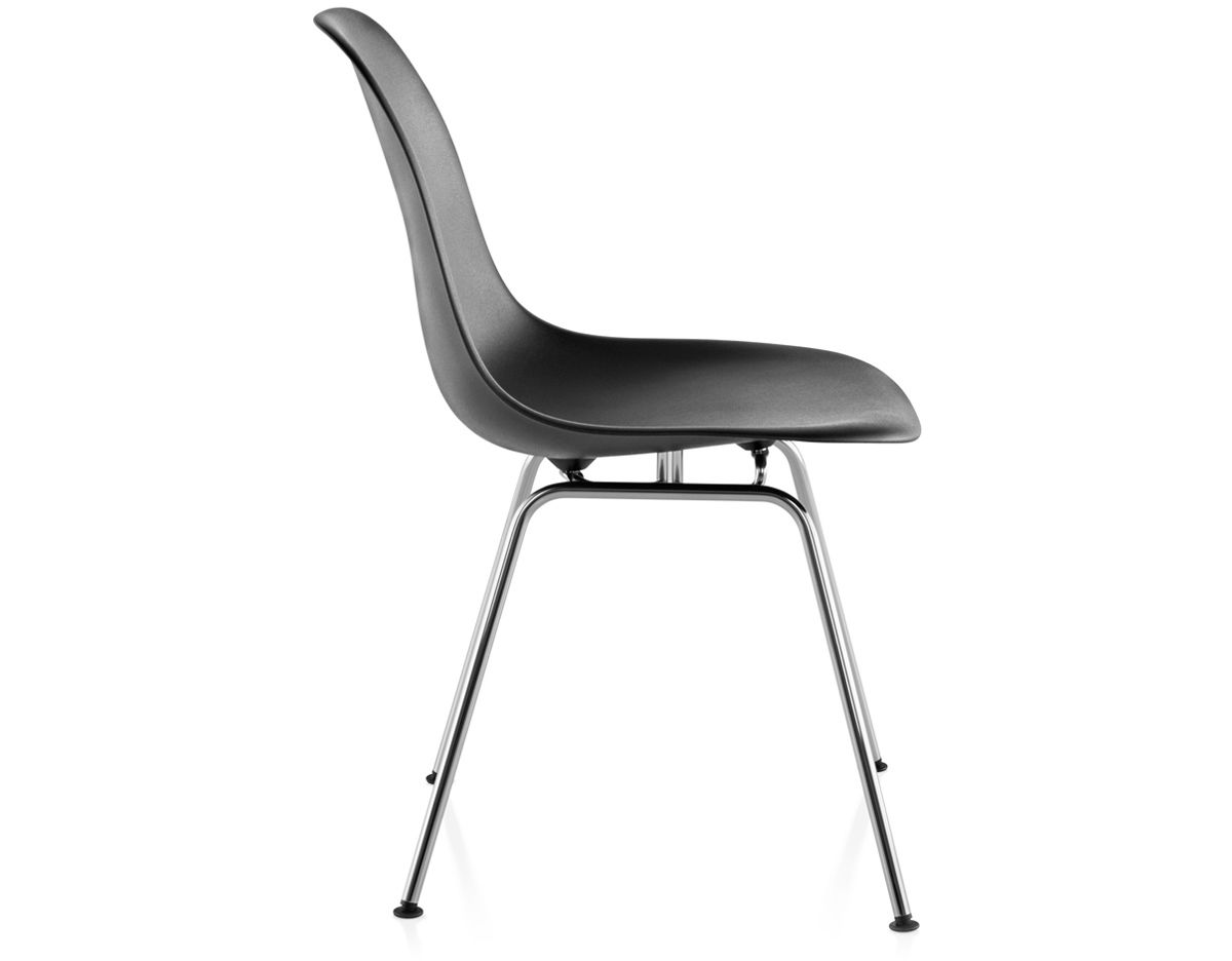 Eames molded plastic side chair with 4 leg base for Design eames