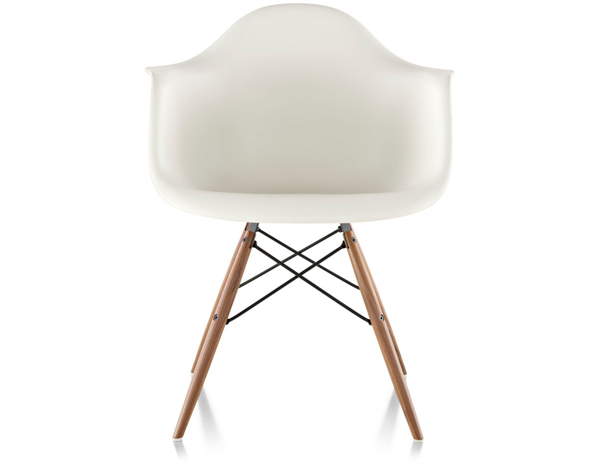 Eames molded plastic armchair with dowel base for Design eames