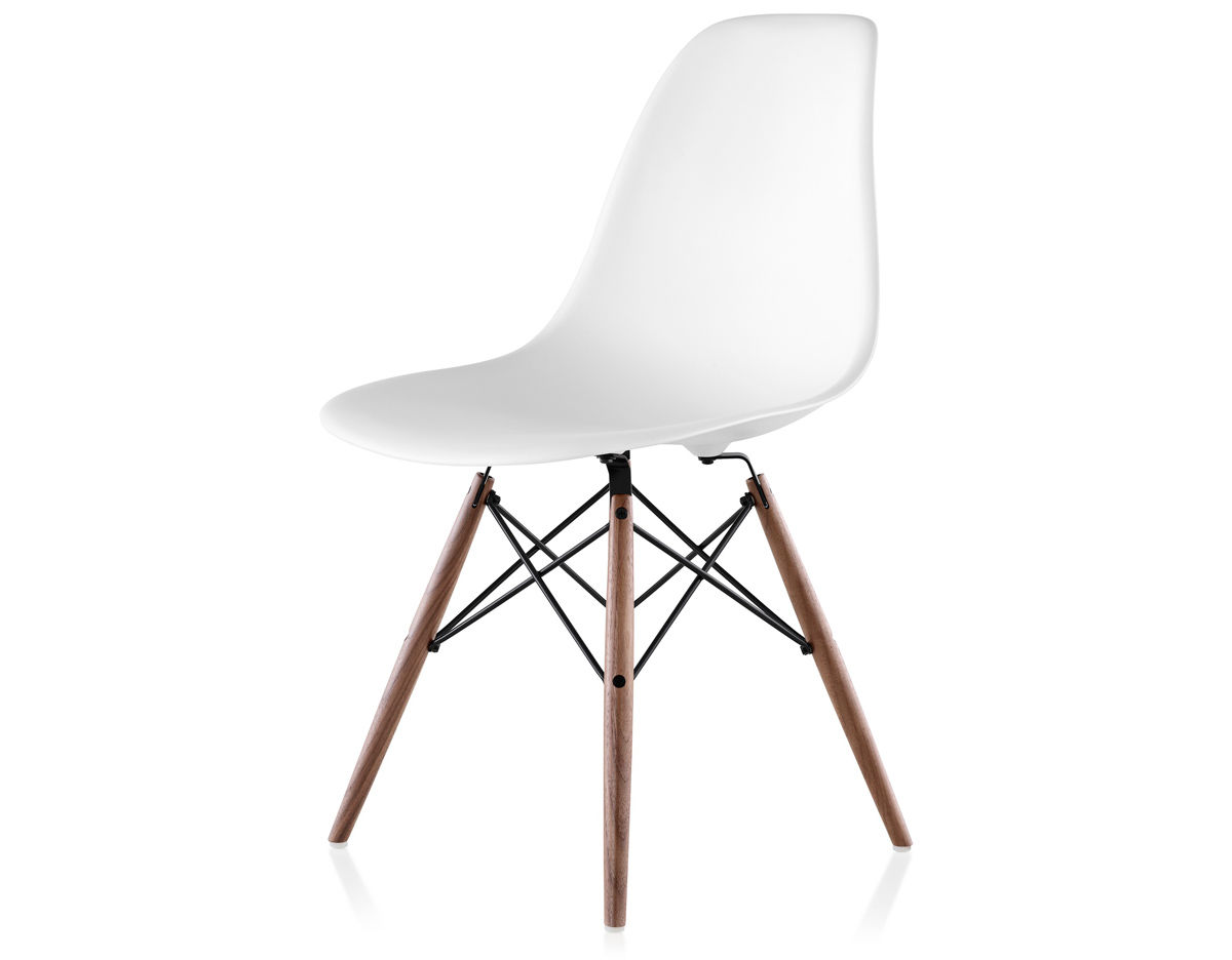 Eames molded plastic side chair with dowel base for Design eames