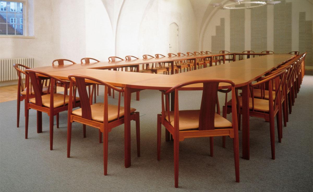 Hans Wegner China Chair™