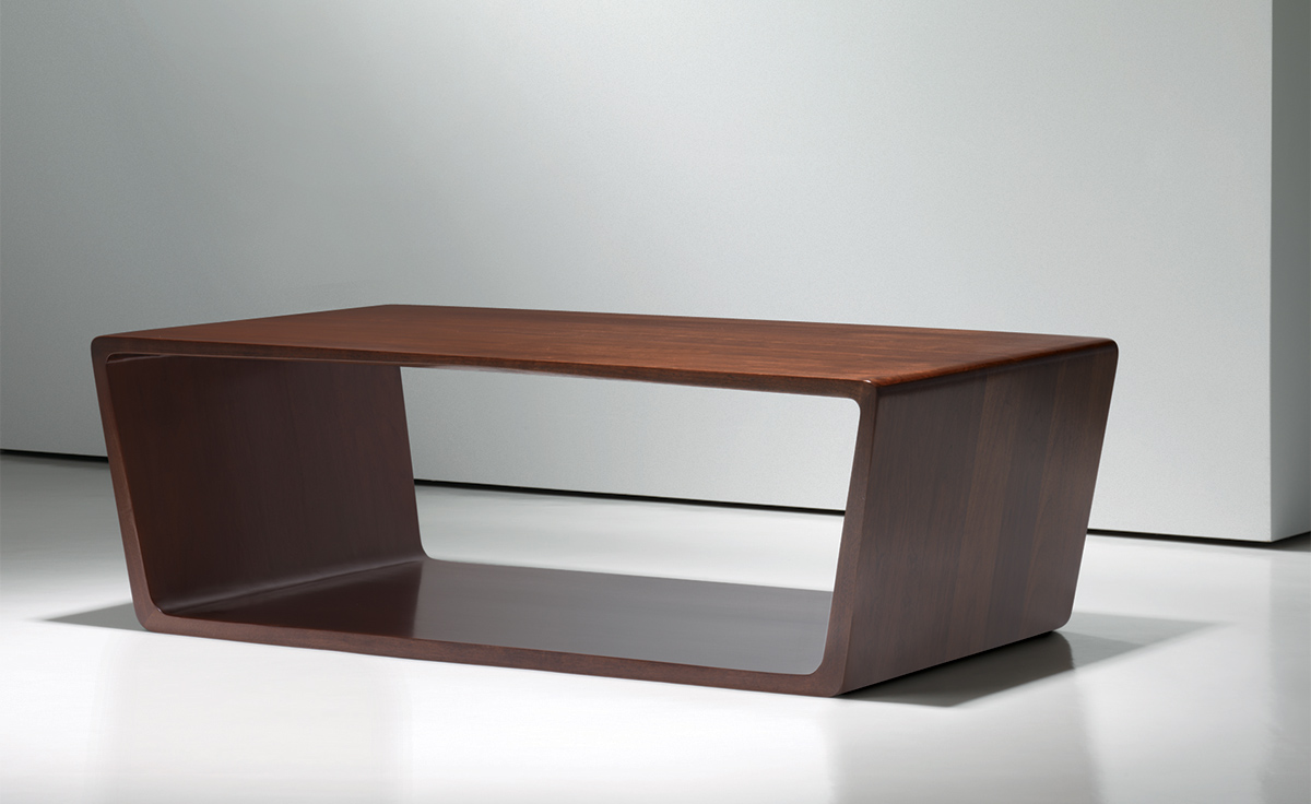 bernhardt coffee table. cocktail table from bernhardt model. alisa