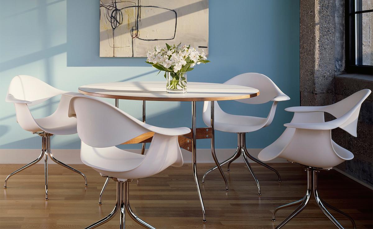 Amazing Nelson™ Swag Leg Round Dining Table