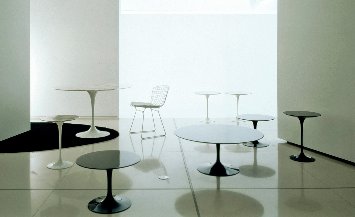 Eero Saarinen Table And Chairs - Overview