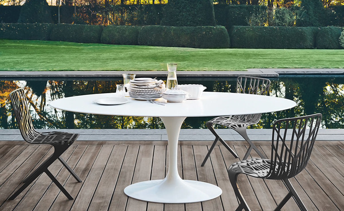Saarinen outdoor oval dining table for Outdoor furniture designers