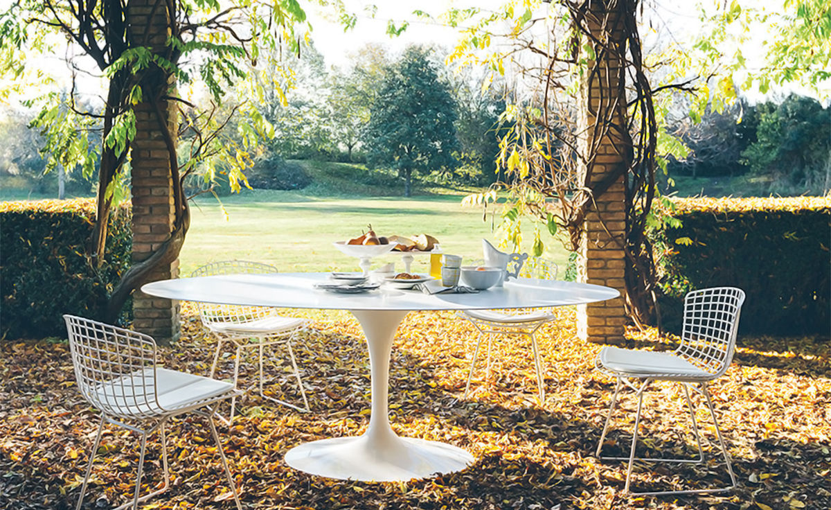 Saarinen Outdoor Oval Dining Table Hivemoderncom