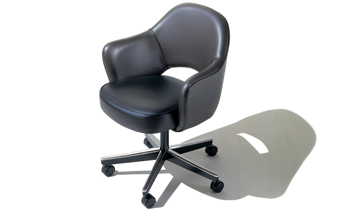 Saarinen Executive Swivel Arm Chair - hivemodern.com