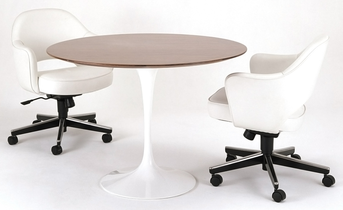 Saarinen Executive Swivel Arm Chair
