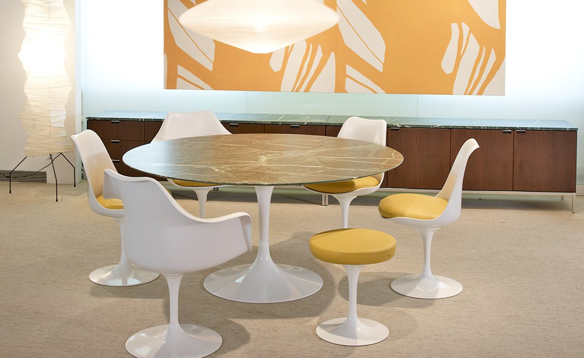 saarinen white tulip arm chair. Black Bedroom Furniture Sets. Home Design Ideas