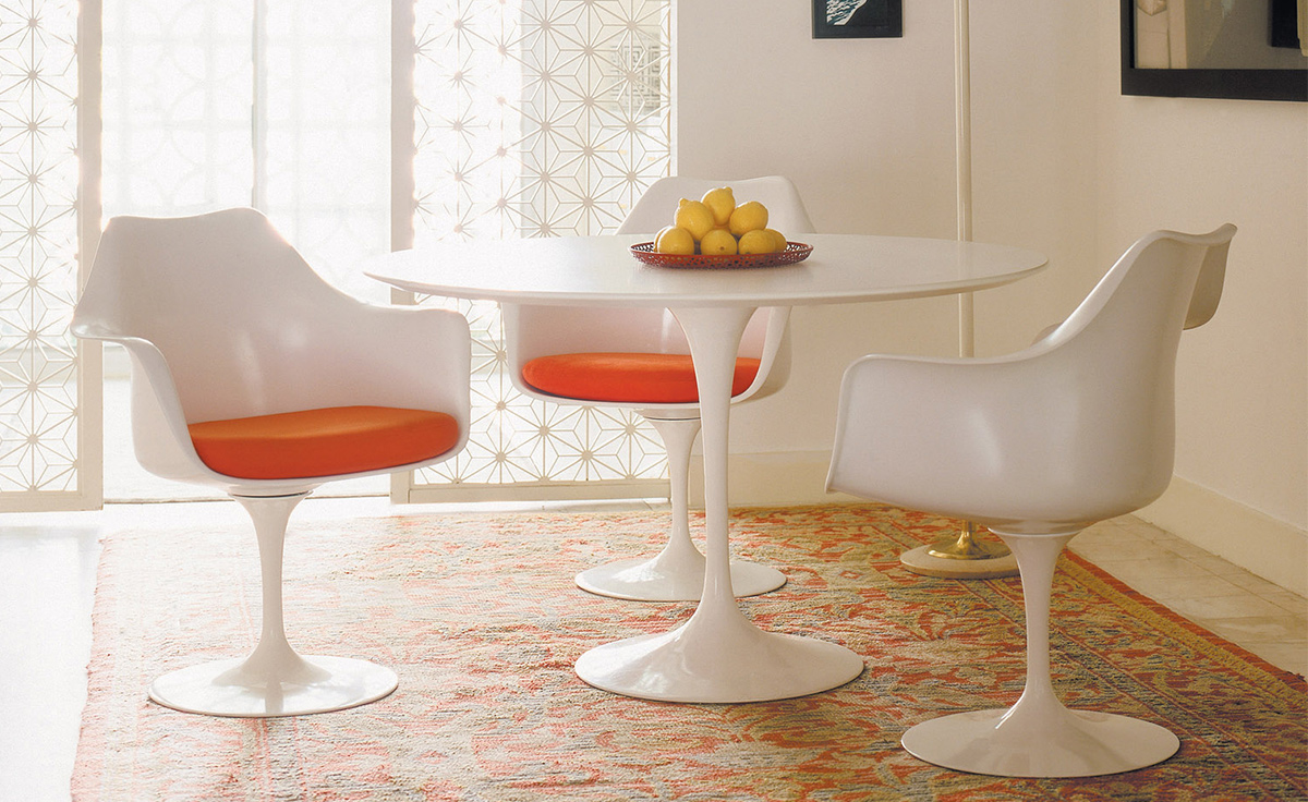 Saarinen white tulip arm chair for Tulip dining table